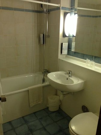 Campanile Epernay - Dizy: Bathroom