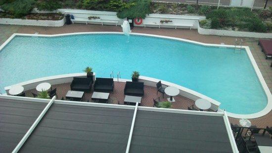 The Cumberland Hotel: HOTEL POOL
