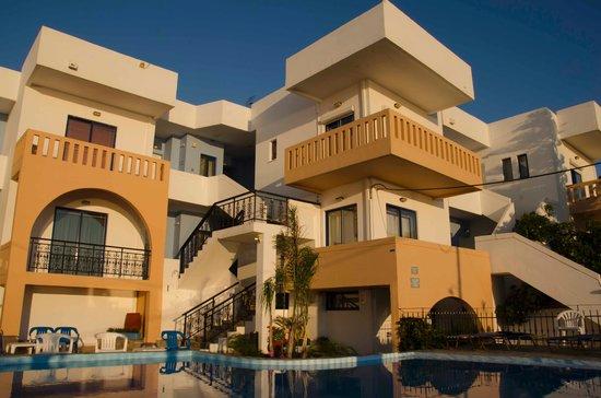 Esplanade Hotel Apartments: El frente