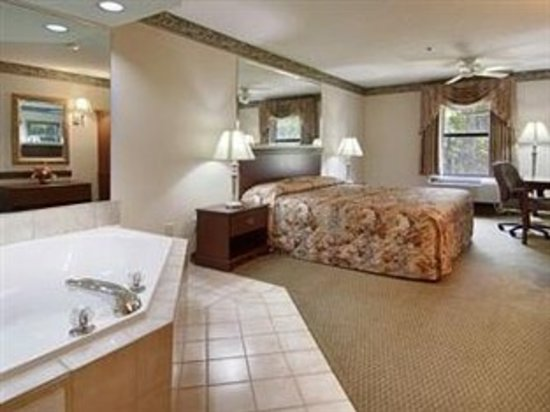 American Inn & Suites - High Point: King with Jacuzzi