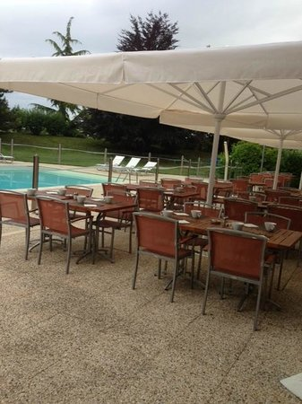 Novotel Beaune: Terrasse - Pool