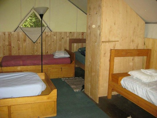 Sven's Basecamp Hostel: Interior of an Alaskan Trapper cabin