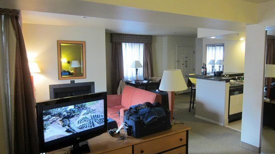 Hawthorn Suites by Wyndham Kent/Sea-Tac Airport: overview of room
