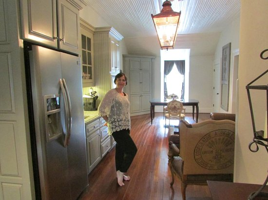 The Twelve Oaks Bed & Breakfast: The 3rd floor kitchen with free snacks and drinks