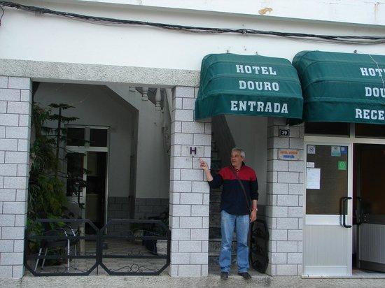 Hotel Douro: luis devant son hôtel