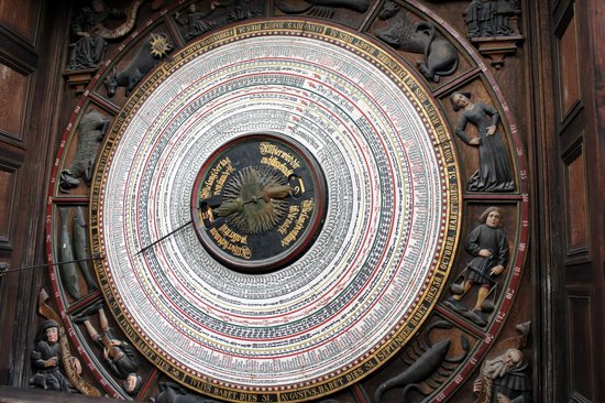 Sankt Marien Kirche: The clockmakers art at its best