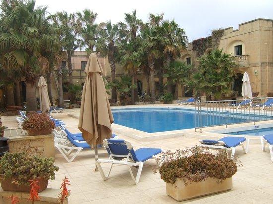 Village Ta' Sbejha : the pool