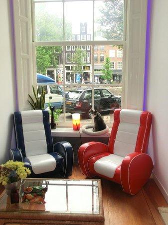 Tulip of Amsterdam B&B: Info- und Begrüßungsecke (mit Loytje - Hauskater)