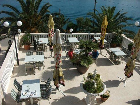 Hotel Vila Tina: Dinning Terrace