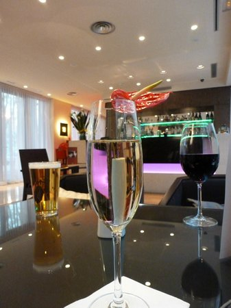 K+K Hotel Picasso: Bar area
