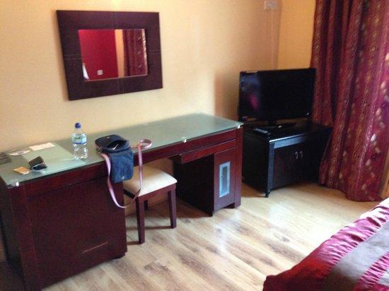 DeSalis Hotel: Desk