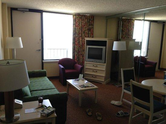 Barclay Towers Resort Hotel: Living area toward balcony