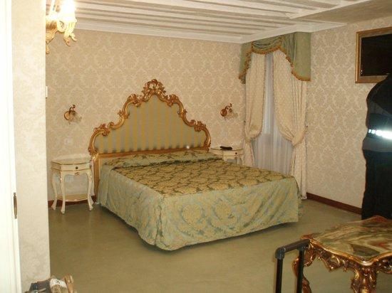 la chicca: Une chambre drapée de tissu Vénitien