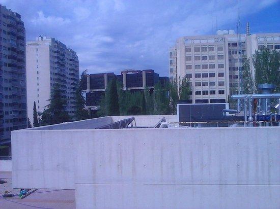 Travelodge Torrelaguna Madrid: vista parte trasera de hotel