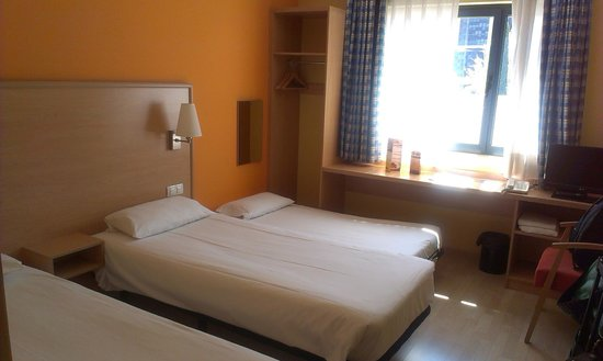 Travelodge Torrelaguna Madrid: camas comodas,no asi la supletoria,(pequeña)