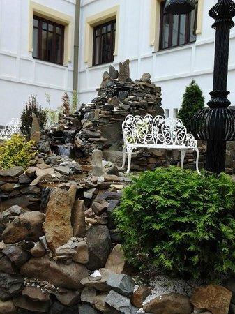 Hotel Castel Dracula: Giardino
