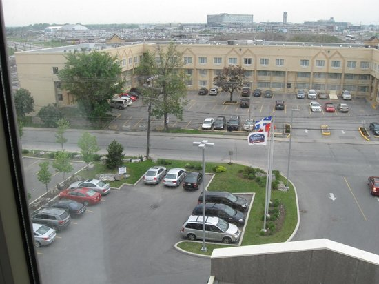 Fairfield Inn & Suites by Marriott Montreal Airport: the view from room #609 overlooking the front of the hotel (straight ahead)