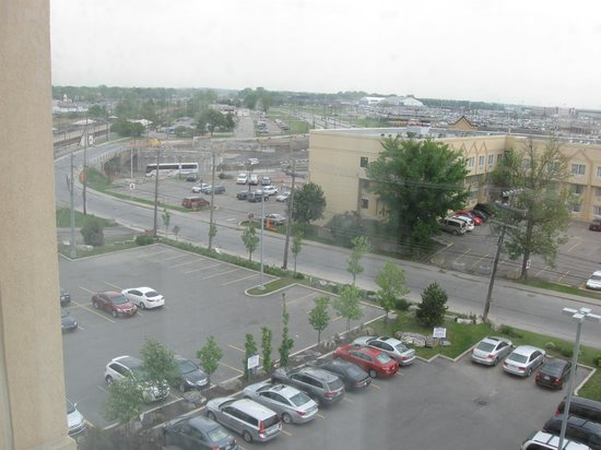 Fairfield Inn & Suites Montreal Airport: the view from room #609 overlooking the front of the hotel (to the left)