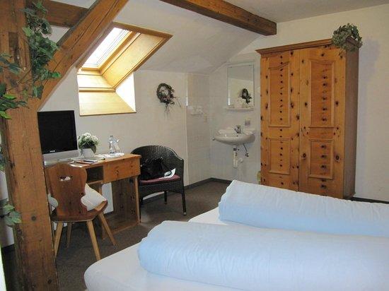 Hotel Gasthof Drei Mohren: 2nd Adjoinimg room.
