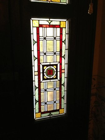 Vacy Hall Toowoomba's Grand Boutique Hotel: Stained glass in the entry
