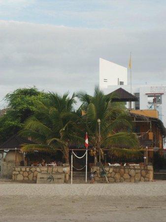 HUA Punta Sal Hotel Restaurante: vista del hotel desde la playa