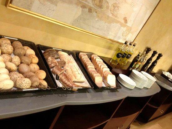 NH Collection Paseo del Prado: breakfast