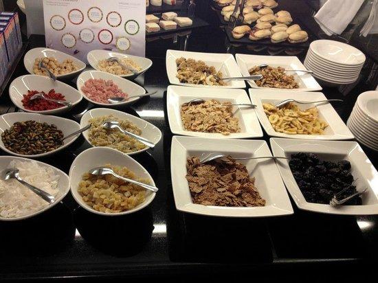 NH Collection Paseo del Prado: breakfast buffet