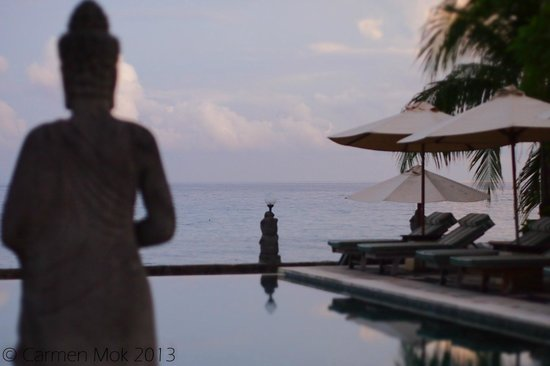 Puri Mas Boutique Resort & Spa: The gorgeous pool and sea view