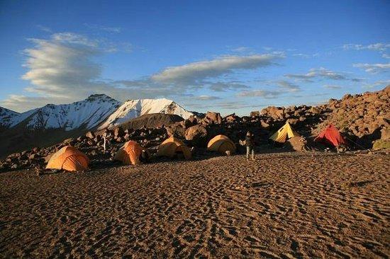 Carlos Zarate Aventuras: Campamento Base del Chachani nuestro equipo de logistica