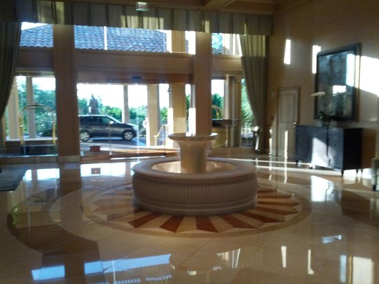 The Canyon Suites at The Phoenician: Lobby