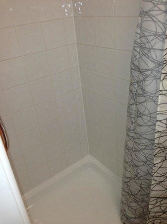 Hathway House: shower