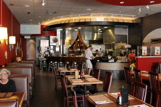 Bann Thai: Dining area with open kitchen