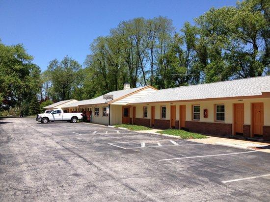 Sentinel Motel: Exterior