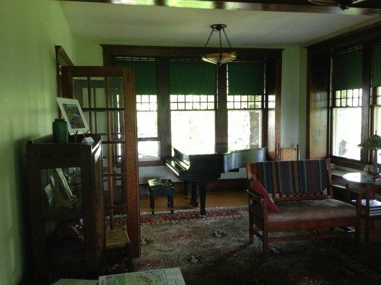 Laurel Lodge: Living Room/Common Area