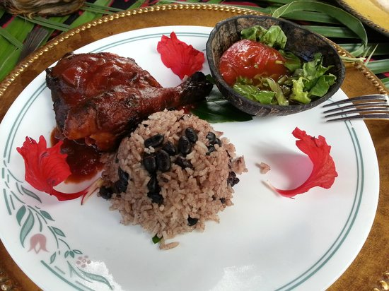 Maruba Resort Jungle Spa: Lunch- BBQ chicken, rice and beans, and salad