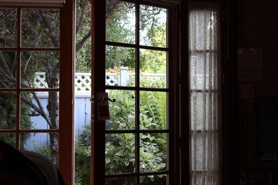 The Napa Inn : private garden patio