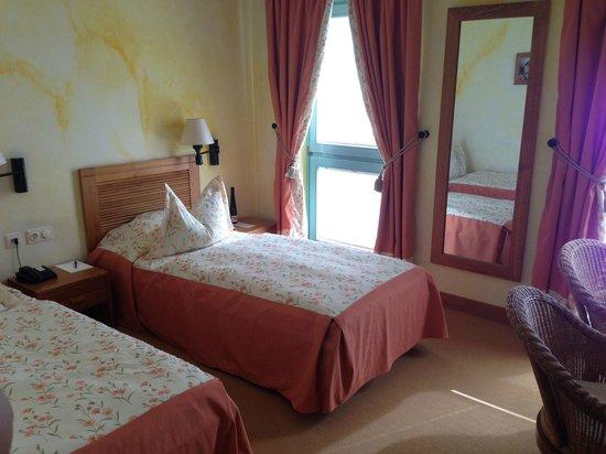 Albergo Hotel Berlin: Small beds, bit tacky decor