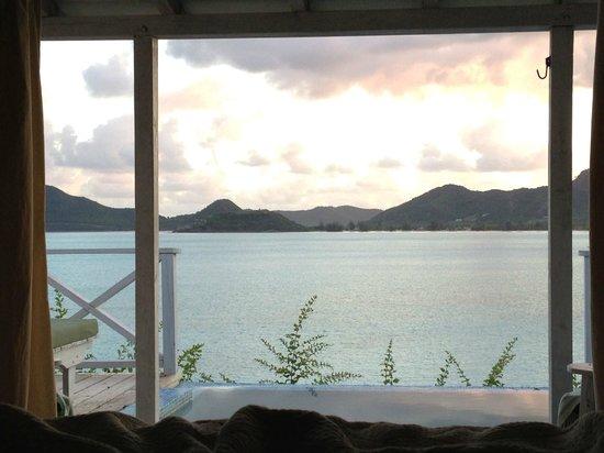 Cocobay Resort: bed view