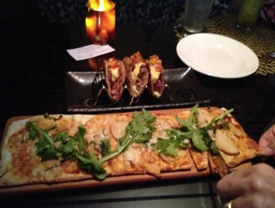 RumFire : A previous evening at the bar - Ahi tacos and pear flatbread pizza