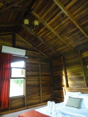 هوتل كامبو فيردي: Room, notice the air conditioning unit