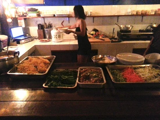 Jam's Boomerang: Buffet food