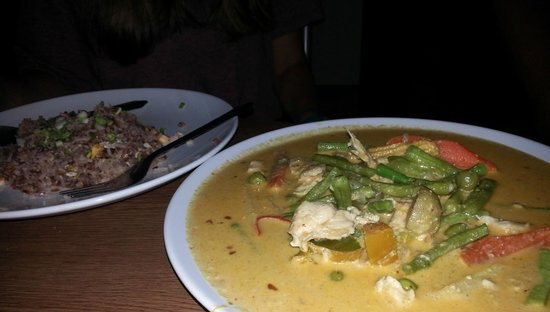 Jam's Boomerang: chicken curry with rice
