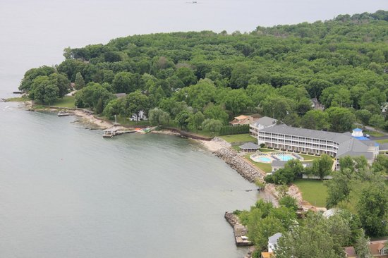 BayShore Resort: View of hotel from top of Perry's Monument