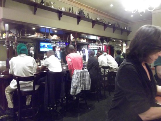 Garden Court O.R. Tambo International Airport: Irish Pub