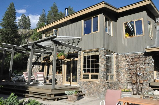 Mountain Springs Nature Retreat Lodging: The Main Lodge