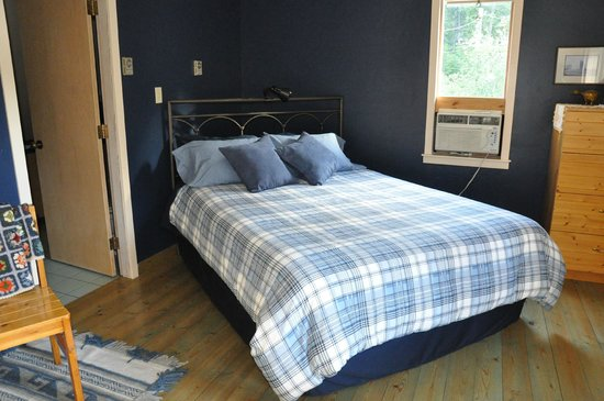 Mountain Springs Nature Retreat Lodging: The Blue Room