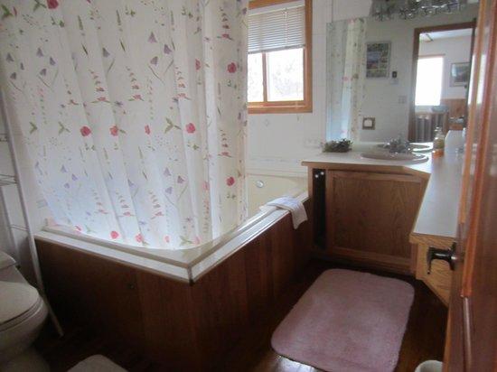 Alaska Chalet Bed & Breakfast: The Alaska Chalet Suite - bathroom
