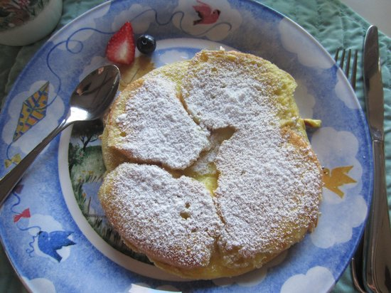 Alaska Chalet Bed & Breakfast: French toast pancake