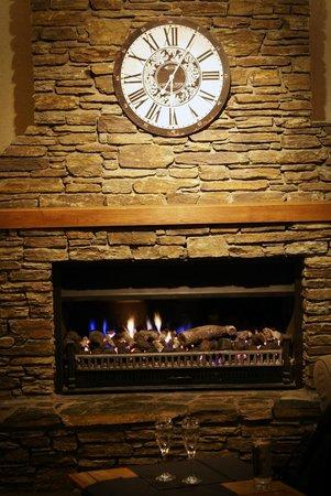 Hotel Coachman: Fireplace