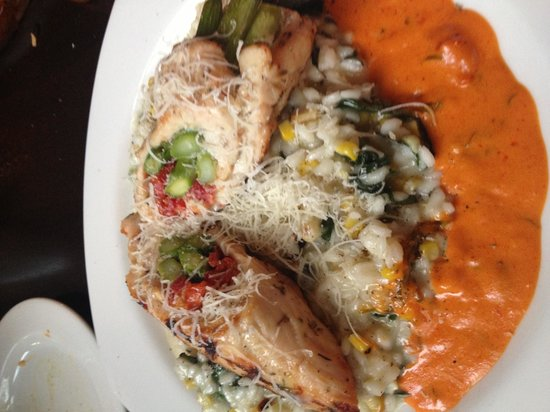 Bella Vita: Roulade.... Chicken, sundried tomatoes, asparagus, over toasted corn risotto! Yummmmm!!!!